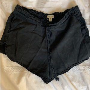 Black soft & loose-fitting shorts XS